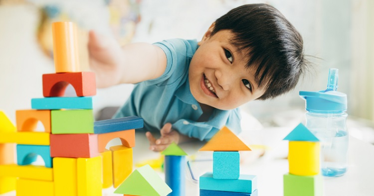 boy_with_blocks