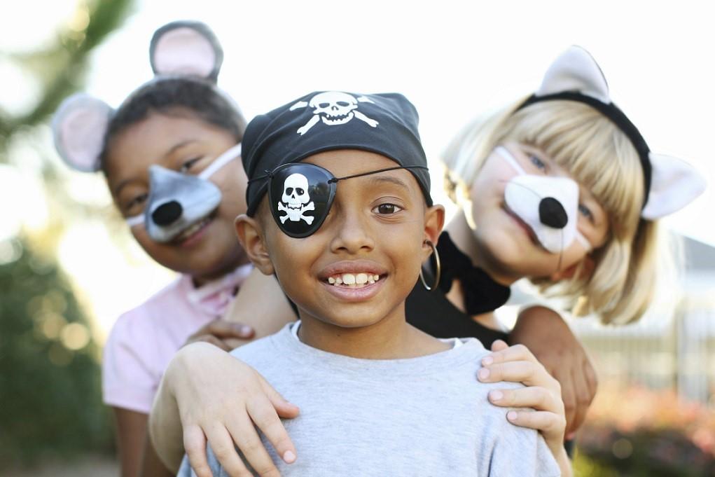 kids_playing_dress_up