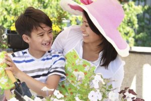 mother_son_gardening