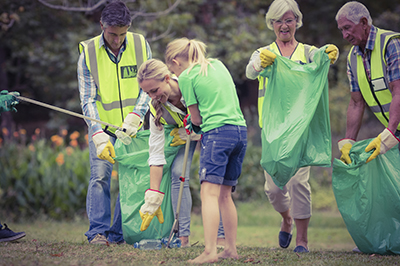 family_doing_community_service_outside_SMALL400px