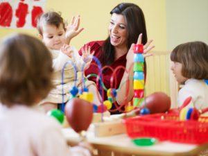 3_little_girls_and_female_teacher_kindergarten_Website