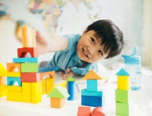 kids_reaching_for_blocks_website