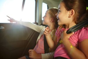 girls_in_car_looking_and_pointing_out_window