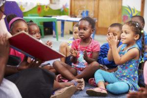 preschoolers_sitting_during_storytime